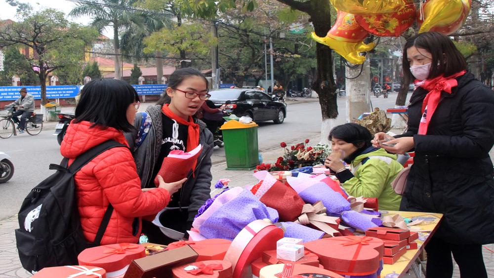Bắc Giang: Phong phú các mặt hàng quà tặng ngày Valentine